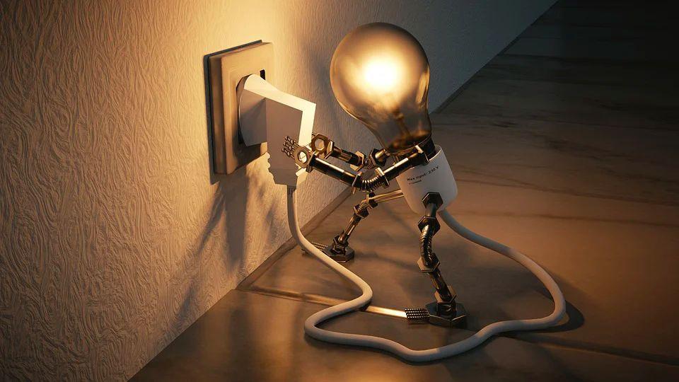 Une ampoule branchée produit de la lumière et symbolise l'innovation