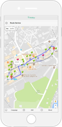 L'écran du téléphone portable montre une carte et le trajet parcouru.