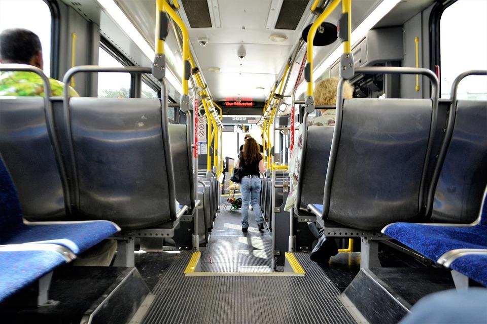 l'intérieur d'un bus public